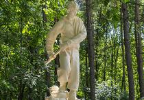 В Москве восстановлены памятники альпинисту и альпинистке: им вернули руки