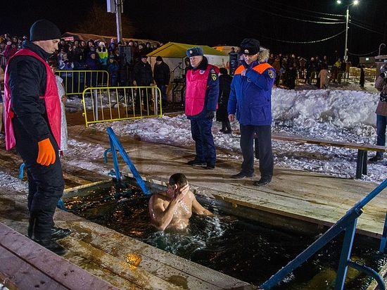 Ледяное погружение: 7,5 тысяч туляков окунулись в Крещенскую ночь