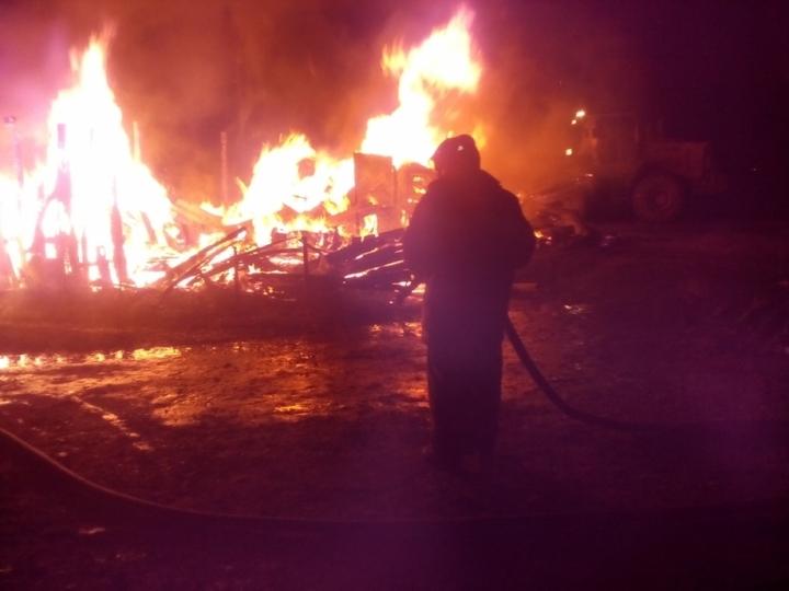 Всреду вечером вВеневском районе сгорели сараи