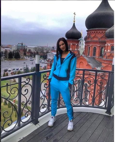 Ольгу Бузову раскритиковали зафото нафоне Успенского храма вТуле