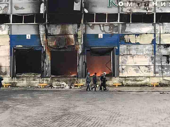 44 огнеборца гасят пожар назаводе «Максим Горький» вТульской области