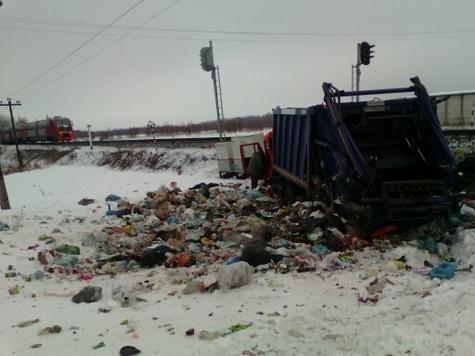Фото сместа столкновения поезда иКАМАЗа под Суворовом